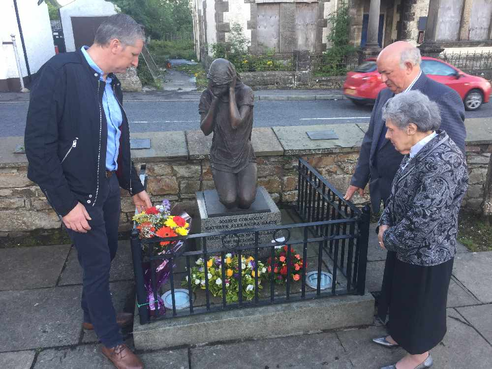 Wreaths laid for 9 victims killed in 1972 Claudy bombing - Q Radio