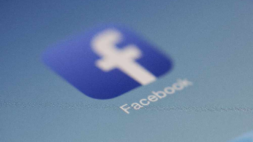 Facebook looking into reports of people having trouble accessing their accounts