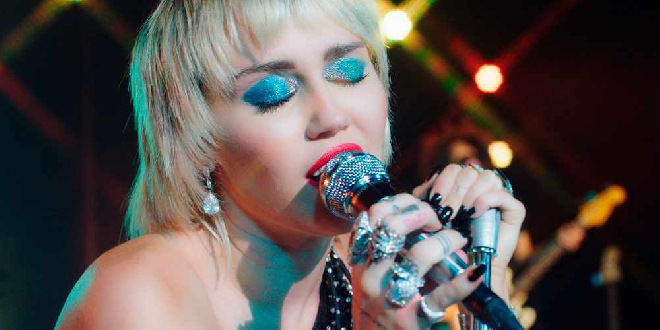 Miley Cyrus covers The Cranberries' Zombie in Los Angeles