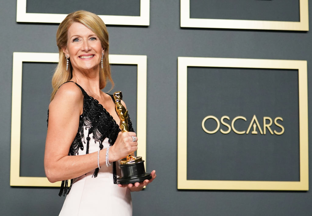 Laura Dern poses with her Oscar for Best Supporting Actress