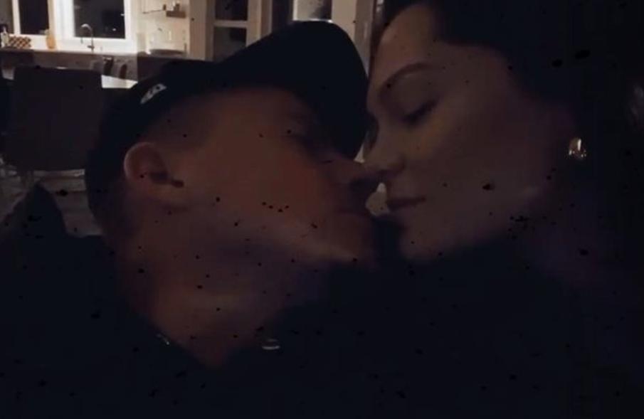 Jessie J and boyfriend Channing Tatum share a kiss on Instagram
