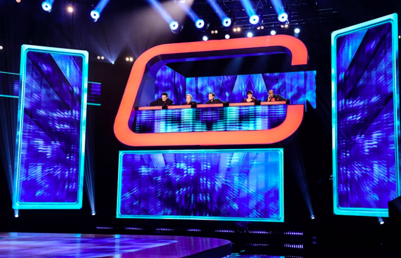 Mark Labbett, Anne Hegerty, Paul Sinha, Jenny Ryan and Shaun Wallace sit side by side as part of a team on Beat the Chasers
