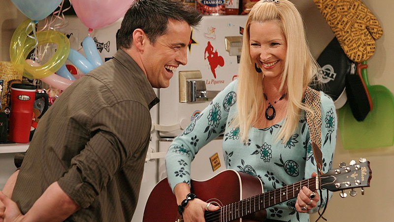 Lisa Kudrow says her car was searched every night after 'Friends' filming