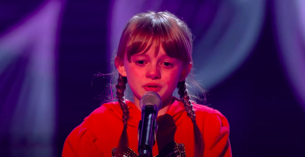 Heidi performing on the Voice Kids