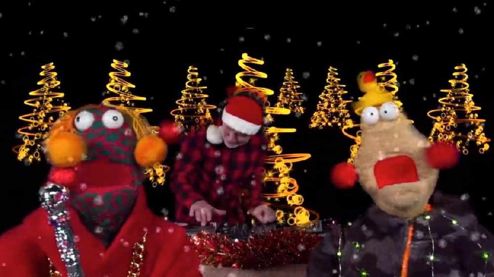 LISTEN BACK: Zig & Zag talk to Ray about their bid for Christmas Number 1!