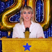 Miley Cyrus surprises with a Hannah Montana throwback!